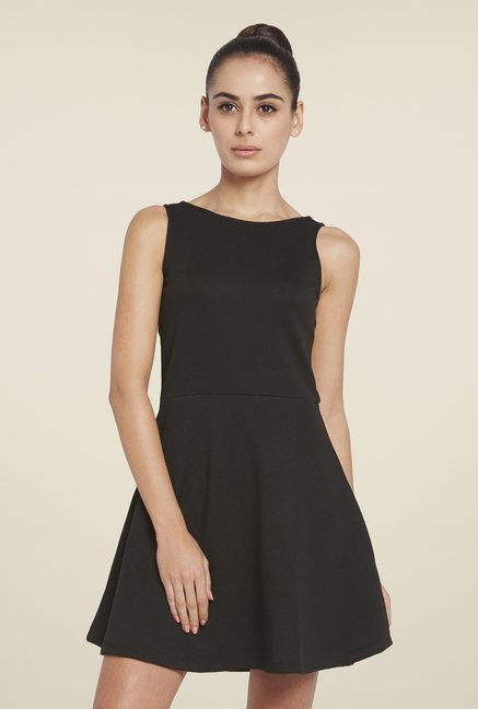 Globus Black Solid Skater Dress