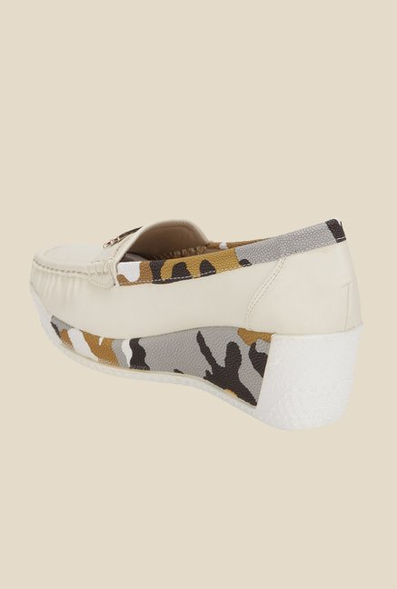 Yepme Beige Wedge Loafers