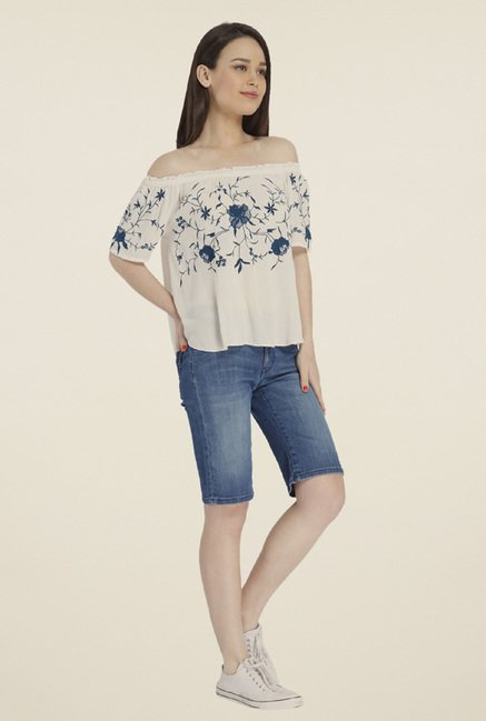 Only White Embroidery Top