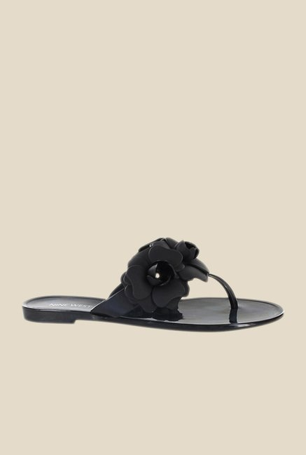 Nine West Black Thong Sandals