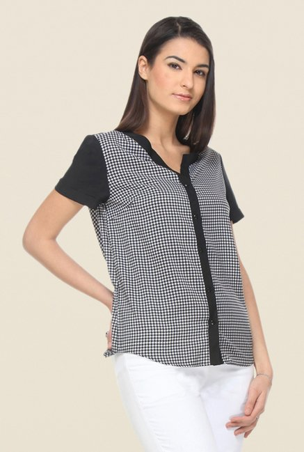 Kaaryah Black with White Herringbone Top