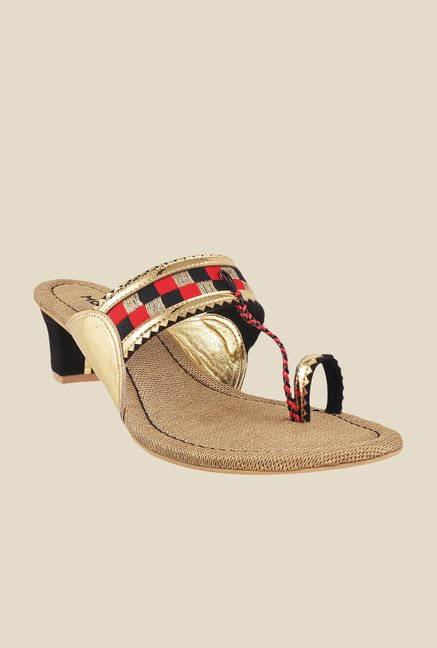 Mochi Gold & Black Toe Ring Sandals