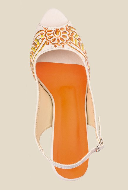Wearmates White & Yellow Back Strap Sandals