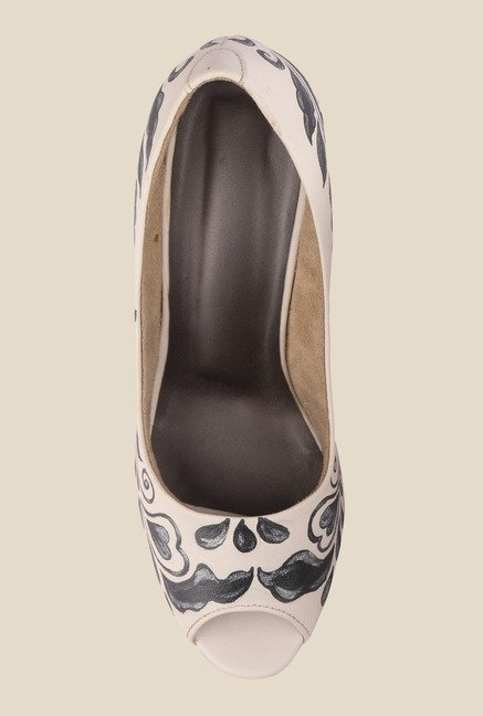 Wearmates White & Black Cone Heeled Peeptoe Shoes