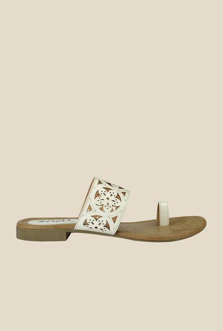 Nell White Toe Ring Sandals
