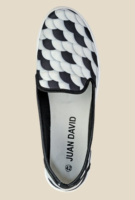 Juan David White & Black Plimsolls