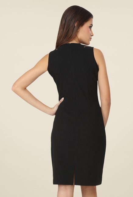 Soie Black Solid Dress
