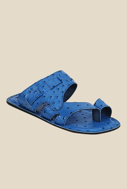 Get Glamr Orwell Blue Toe Ring Sandals