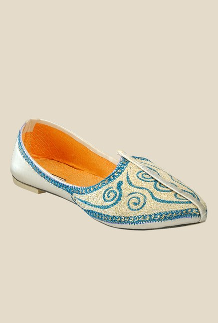 Yepme Blue & Beige Jutti Shoes