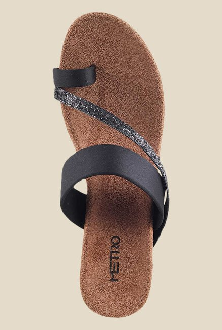 Metro Black Toe Ring Wedges