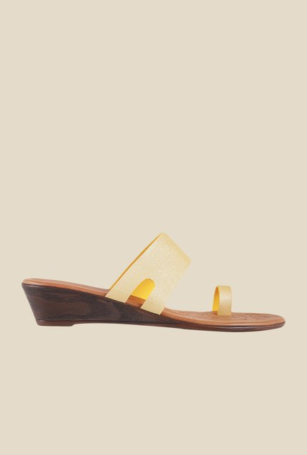 Metro Yellow Toe Ring Wedges
