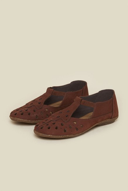 Metro Brown Casual Shoes