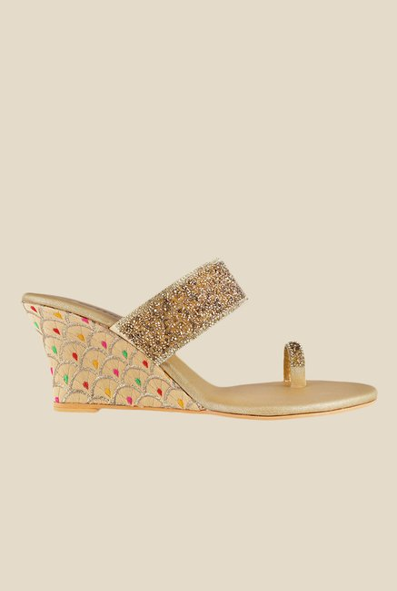 Metro Golden Toe Ring Wedges
