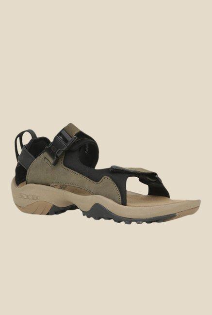 413657df0a9c 40% OFF on Woodland Olive Floater Sandals on TataCliq
