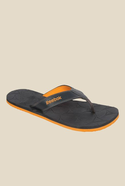 e211169fc Buy Reebok Gradient II Black Flip Flops for Men at Best Price   Tata ...