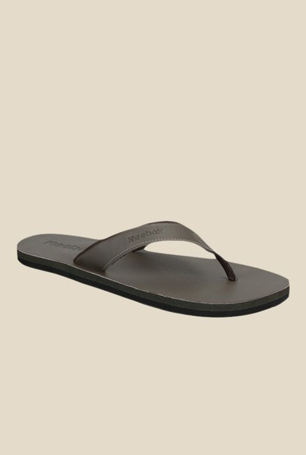 964743c3ff0 Buy Reebok Advent LL Brown Flip Flops for Men at Best Price   Tata ...