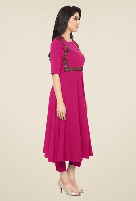 Ahalyaa Magenta Embroidered Kurta