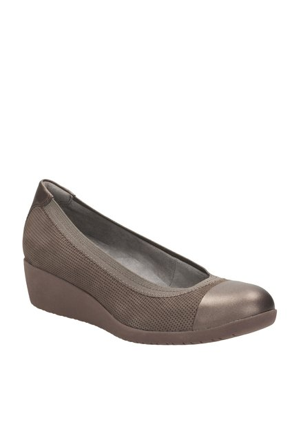 488ff6bc4d73 Buy Clarks Petula Sadie Taupe Brown Wedge Heeled Pumps for Women at Best  Price   Tata CLiQ