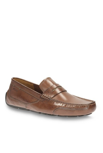 75c4511cc048 Buy Clarks Ashmont Way Cognac Loafers for Men at Best Price   Tata CLiQ