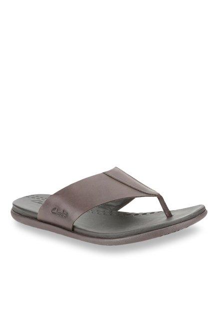 b5dccc40599 Buy Clarks Valor Beach Dark Brown Thong Sandals for Men at Best ...