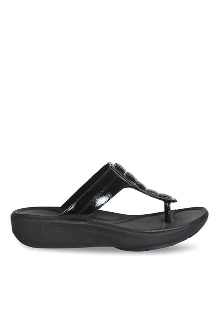 4216379f8a89 Buy Clarks Wave Pop Black T-Strap Wedges for Women at Best Price   Tata CLiQ
