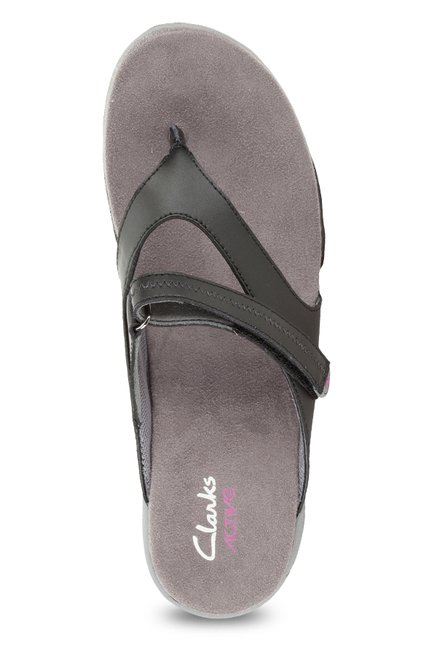 c30e0247a95a Buy Clarks Isna Black Thong Sandals for Women at Best Price   Tata CLiQ