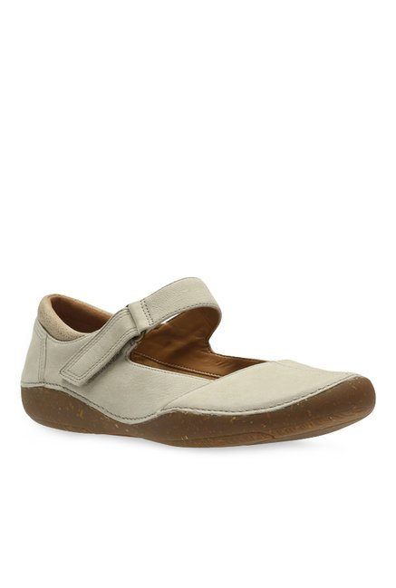 Absorber Sur oeste horno  Clarks Autumn Stone Sand Mary Jane Shoes from Clarks at best prices on Tata  CLiQ