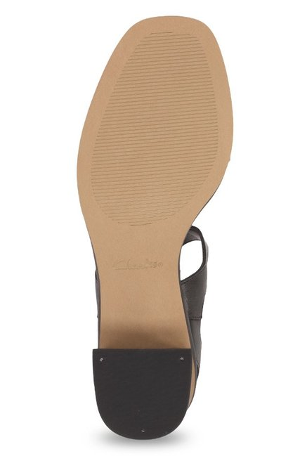 710fc77d8a48 Buy Clarks Ivangelie Ray Black Cross Strap Sandals for Women at Best ...