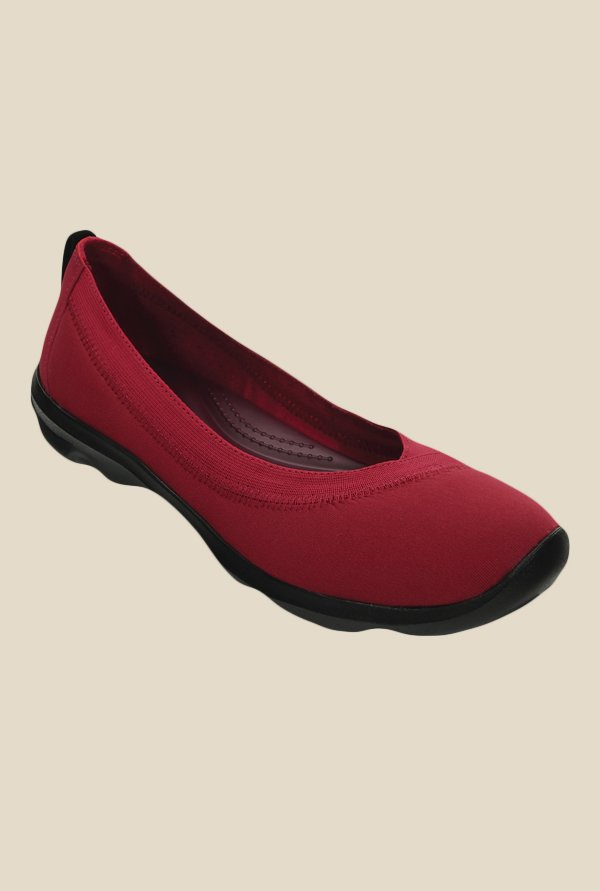 Crocs Busy Day Stretch Pomegranate Flat Ballets