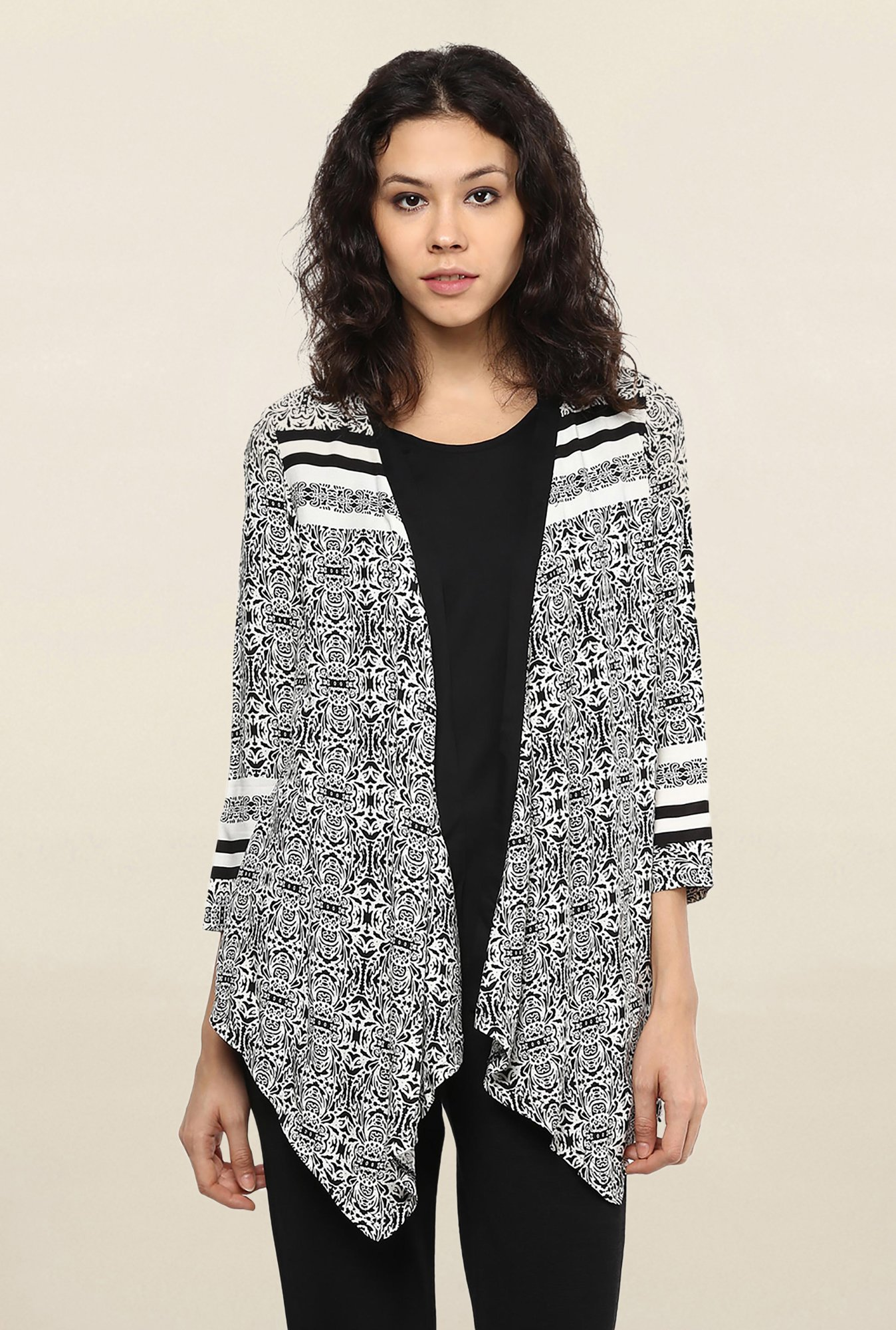 109 F Black & White Printed Shrug