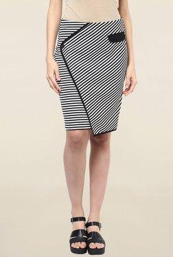 109 F Black & White Striped Knee Length Skirt