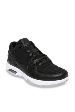 free shipping c5e1c 1b12a Nike Jordan Clutch Black   White Basketball Shoes