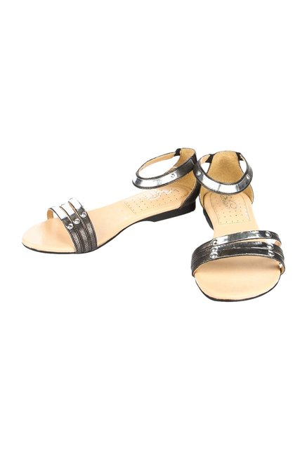 La Briza Black & Silver Casual Sandals