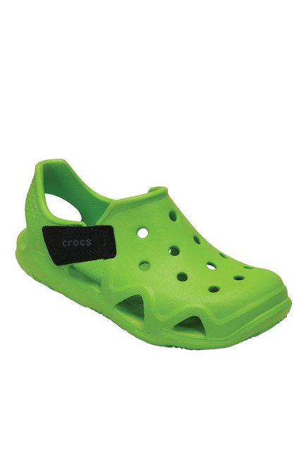 f8019f4e89d59a Buy Crocs Kids Swiftwater Wave Volt Green   Black Casual Sandals for Boys  at Best Price   Tata CLiQ