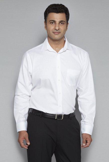 f49302a1ab2 Buy Oak   Keel by Westside White Regular Fit Formal Shirt for Men Online    Tata CLiQ