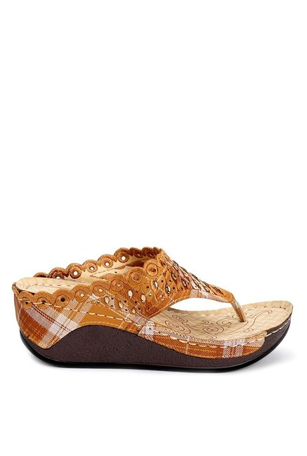 f3c1934cb Buy Cocoon Tan   White Thong Wedges for Women at Best Price   Tata CLiQ