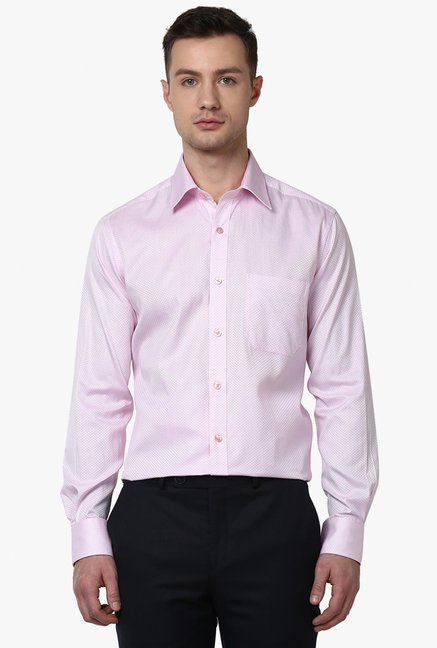 140fc6507ac Buy Raymond Baby Pink Contemporary Fit Cotton Shirts for Men Online   Tata  CLiQ