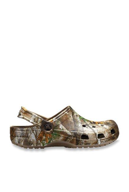 ea70bd925ed790 Buy Crocs Classic Realtree Edge Walnut Back Strap Clogs for Men at ...