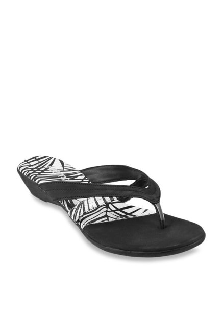 8ca7cd77a8d Buy Metro Black Thong Wedges for Women at Best Price   Tata CLiQ