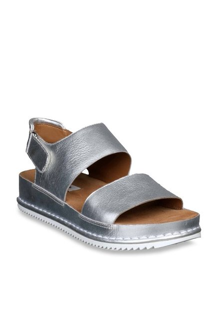 bfc00a261aff Buy Clarks Alderlake Sun Silver Back Strap Sandals for Women at Best Price    Tata CLiQ
