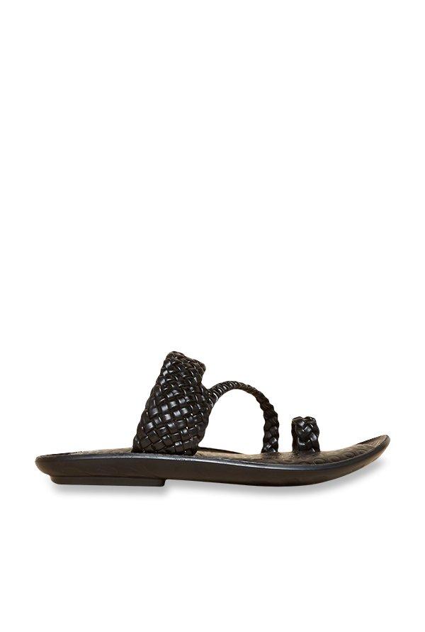 39deefd490dda4 Buy Privo by Inc.5 Black Toe Ring Sandals Online at best price at TataCLiQ