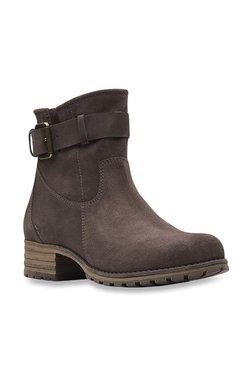 e501673936f Buy Clarks Boots - Upto 70% Off Online - TATA CLiQ