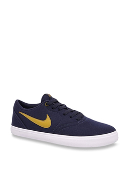 fc69fb0bcef4 Buy Nike Sneakers - Upto 50% Off Online - TATA CLiQ