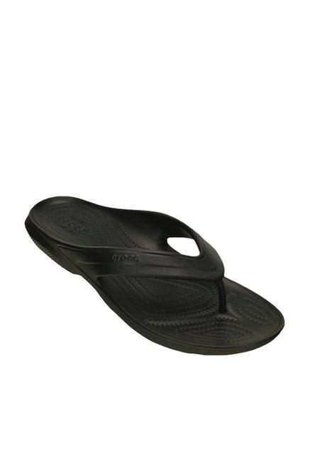 606174bcfc314 Buy Crocs Classic Black Flip Flops Online at best price at TataCLiQ