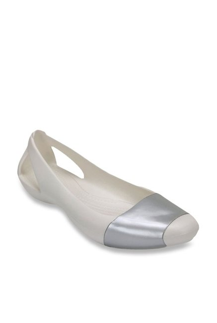 b8e969ed1eb4 Buy Crocs Sienna Oyster   Silver Flat Ballets for Women at Best Price    Tata CLiQ