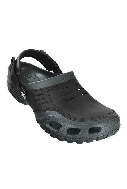 f72eb7d2552e1 Buy Crocs Yukon Graphite Grey   Black Back Strap Clogs for Men at Best  Price   Tata CLiQ