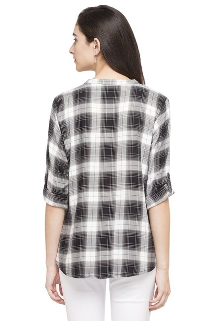Globus White & Black Checks Top
