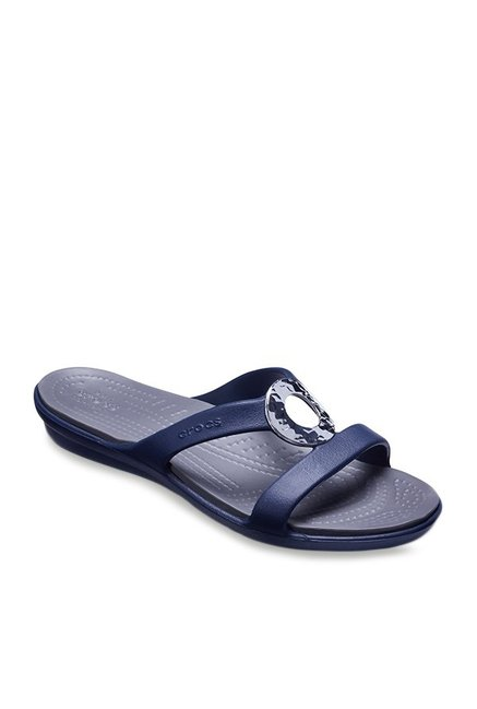 9fcb74a74 Buy Crocs Sanrah Hammered Met Navy Casual Sandals for Women at Best Price    Tata CLiQ