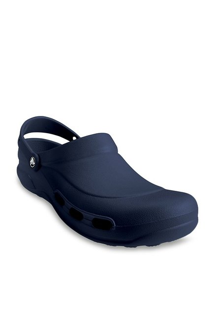503ba91ed90f2 Buy Crocs Specialist Vent Navy Back Strap Clogs for Men at Best Price    Tata CLiQ