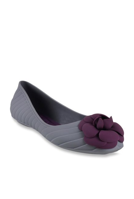 fae26ab53 Buy Metro Grey Flat Ballets for Women at Best Price   Tata CLiQ